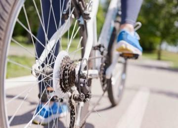 Почему велосипед не падает когда едет – основные причины