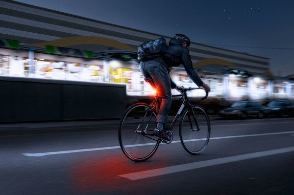 езда на велосипеде в ночное время