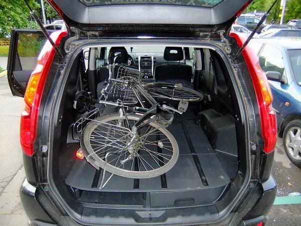 перевозка велосипеда в багажнике автомобиля