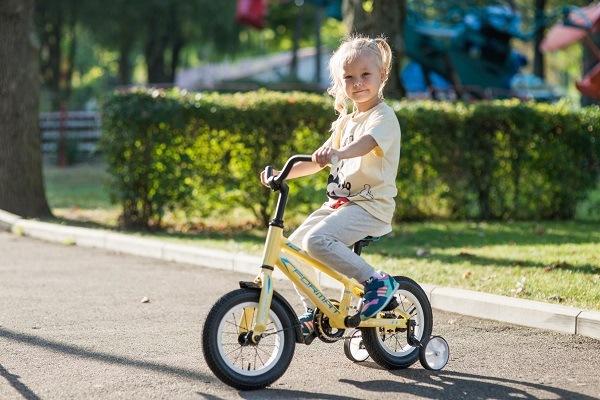 четырехколестный велосипед