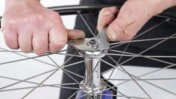 инструмент для устранения люфта колеса