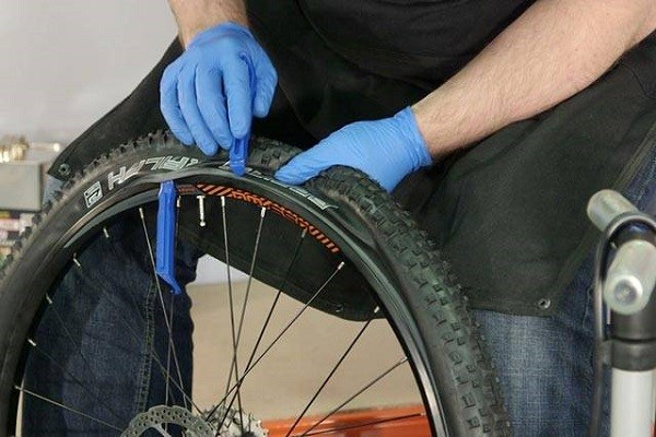 замена велосипедной покрышки