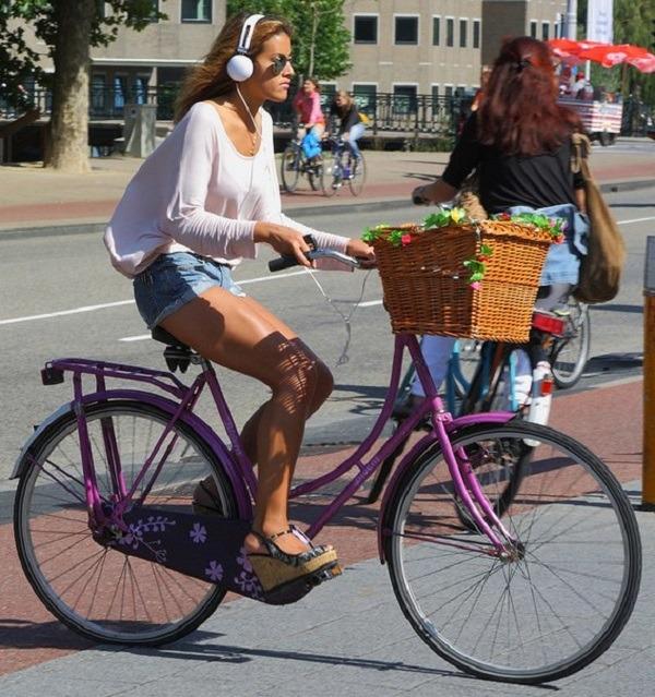 использование наушников при езде на велосипеде